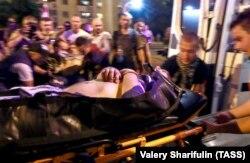 Un manifestant rănit în timpul protestelor de la Minsk, 9 august 2020.