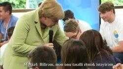 Merkel mühacir qızı ağlatdı