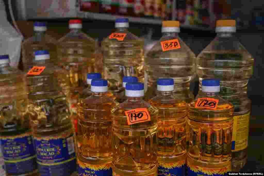 В марте 2020 года литр масла можно было купить от 60 до 90 сомов. Сейчас литр масла продается от 150 до 170 сомов.