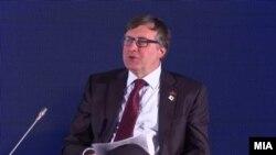 Заменик-помошникот државениот секретар на САД за европски прашања Метју Палмер зборува во Охрид на конференција во рамки на Преспа форумот за дијалог.