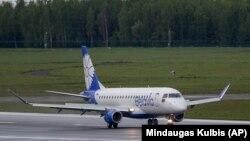 شرکت هواپیمایی بلاروس به نام «بلاویا» به بیش از ۲۰ فرودگاه در اتحادیه اروپا از جمله کشورهای آلمان، فرانسه، ایتالیا و اتریش پرواز مستقیم دارد