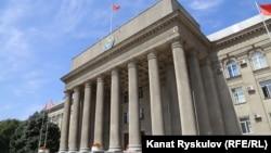 Дом правительства в Бишкеке.