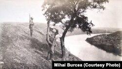Soldați români de strajă pe malul Nistrului, 1918