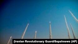 Garda Revoluționară iraniană a organizat un exercițiu militar cu rachete și drone în deșertul din centrul țării, 15 ianuarie 2021