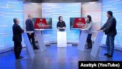 Өмүрбек Текебаев «Азаттыктын» «Эксперттер талдайт» берүүсүндө башка катышуучулар менен. 18-ноябрь, 2020-жыл.
