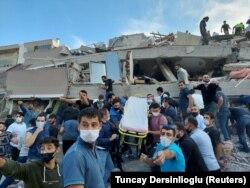 Під час рятувальних робіт, Ізмір, 30 жовтня 2020 року