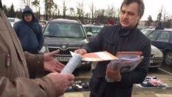 Актывісты АГП раздавалі ўлёткі каля трактарнага заводу