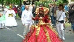 В Берлине дождь шествию культур не помеха