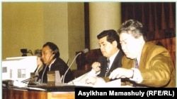 Марат Оспанов (справа) вместе с депутатом Верховного Совета 13-го созыва Куанышем Султановым и председателем Абишем Кекилбаевым.