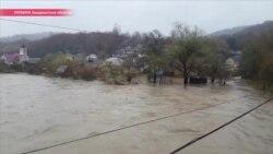 Наводнение в Закарпатье: затоплено около десятка городов и сел