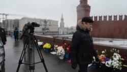 Посол США Джон Теффт возложил цветы на место убийства Немцова