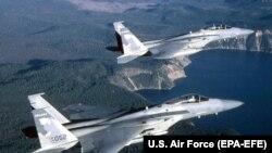 Dy avionë amerikanë të tipi F-15. Foto nga arkivi.