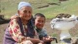 Бакирова Саты.1940- жылы 10- январда Нарын районунун Жерге-Тал айылында туулган. Саты апа 13 баланын энеси . Алты кыз, жети эркек баласы бар.