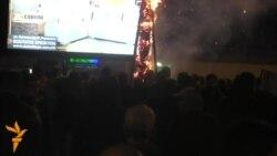 Демонстрантите ја урнаа оградата околу темелите за крстот во Бутел