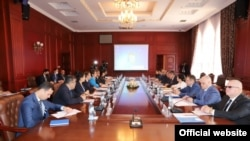 Таджикско-российские переговоры по обсуждению вопросов в миграционной сфере. Фото МИД РТ