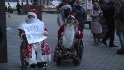 ВІДЭА: Дзяды-маразы на інвалідных вазках ў Менску