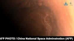 """Фотография Марса, сделанная аппаратом """"Тяньвэнь-1"""""""