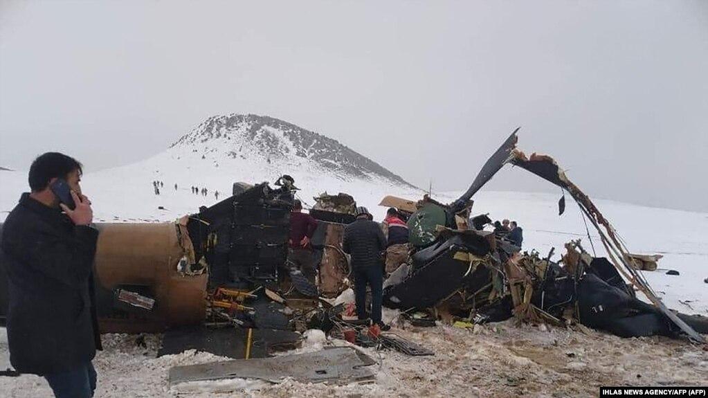 При крушении вертолета в Турции погибло не менее 11 военных
