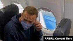 Alexei Navalnîi în avion