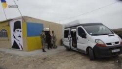 Волонтеры поздравили участников блокады Крыма (видео)