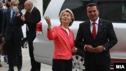 Претседателката на ЕК Урсула фон дер Лајен и премиерот Зоран Заев во Скопје