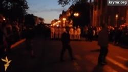 Керчане накануне Дня Победы взошли с факелами на Митридат