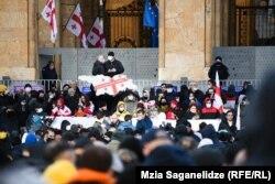 Протестующие в центре Тбилиси, 23 февраля