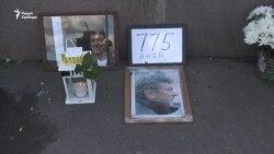 """Немцов-мост"" оставили без цветов"