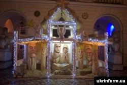 Інтерактивна різдвяна шопка авторства львівського скульптора Антона Лубія, встановлена перед міською Ратушею на площі Ринок, Львів