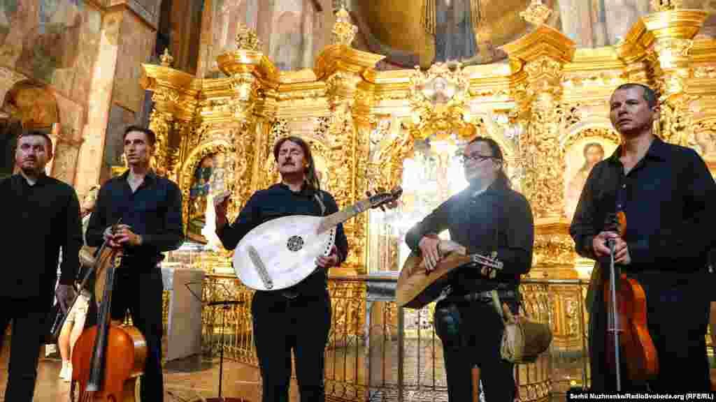 «Хорея Козацька»– музичний колектив стародавньої музики з Києва під час відкриття виставки