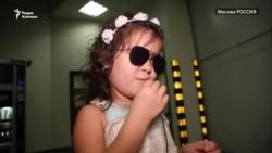"""""""Поющий ангелочек"""" Лейли из Туркменистана мечтает видеть"""