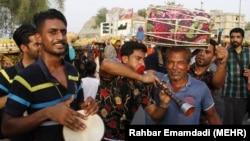 تصویری از نوازندگان در جشنواره فرهنگی انبه و یاسمین در میناب، هرمزگان