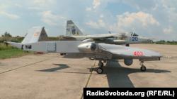 Безпілотник Bayraktar TB2 та винищувач Су-25