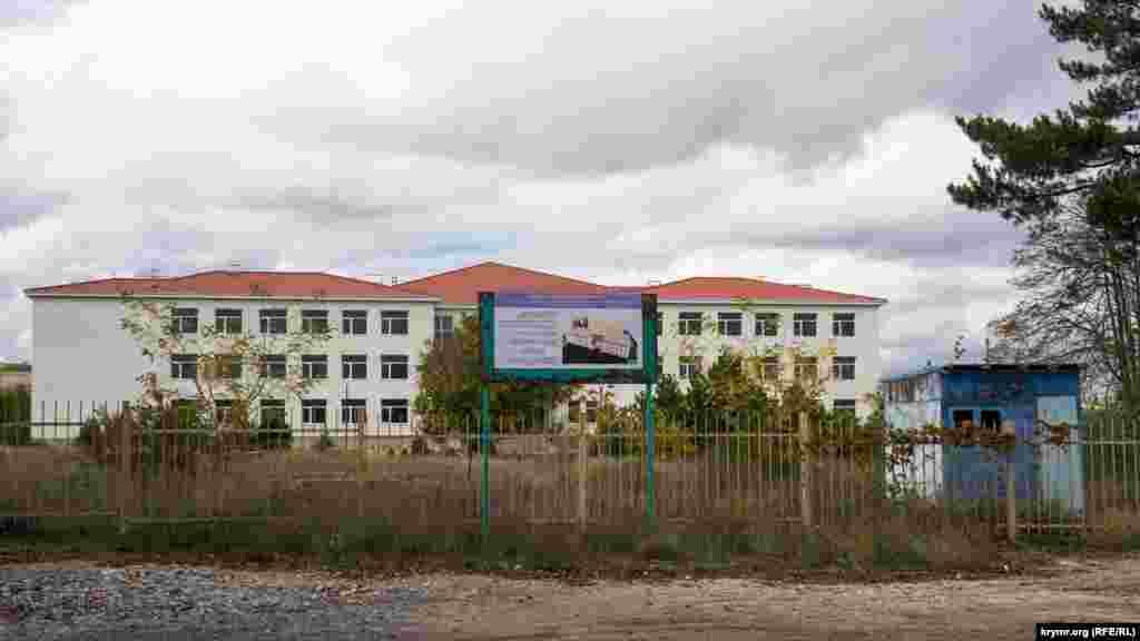 Нову школу другий рік не може добудувати генпідрядник «СФ Будівельник». У паспорті об'єкта дата і початок будівництва зафарбовані
