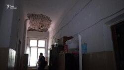 У Запоріжжі родини учасників війни на Донбасі живуть в аварійному гуртожитку (відео)