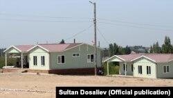 Новые дома в селе Максат Лейлекского района Баткенской области. 27 августа 2021 года.