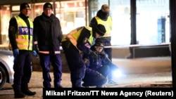 Швед полицияси ҳодиса жойини текширмоқда.