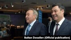 Президент Кыргызстана Садыр Жапаров с бывшим президентом Казахстана Нурсултаном Назарбаевым. Нур-Султан, Казахстан. 2 марта 2021 года.