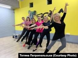 На психо-емоційний стан людини позитивно впливають танці і заняття спортом