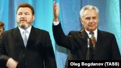 Александр Назарчук на церемонии вступления в должность губернатора Алтайского края Михаила Евдокимова (слева)