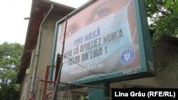 Panou publicitar în stradă - Port mască pentru că apreciez munca celor din linia întâi - campanie a Guvernului României