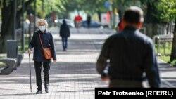 Люди на улицах в центре Алматы. Сентябрь 2020 года.