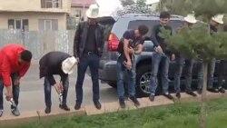 В Бишкеке активисты вылили водку в канаву