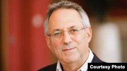 Dr. Richard Caplan, profesor i Marrëdhënieve Ndërkombëtare në Universitetin e Oxfordit.