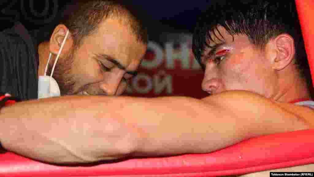 Мелдеш эл аралык бокс ассоциациясынын (AIBA) эрежесине ылайык өткөрүлдү. Үч мүнөттөн үч раунд.