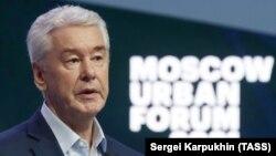 Szergej Szobjanyin, Moszkva polgármestere részt vesz a 2021. évi moszkvai lakossági fórumon 2021. július 1-jén