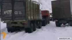 Վերին Լարսի անցակետում հայկական բեռնատարներ են կուտակվել
