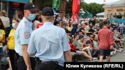 Сотрудники полиции в фанзоне в Петербурге
