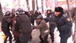 Polis Almatıda etiraz aksiyasını dağıtdı