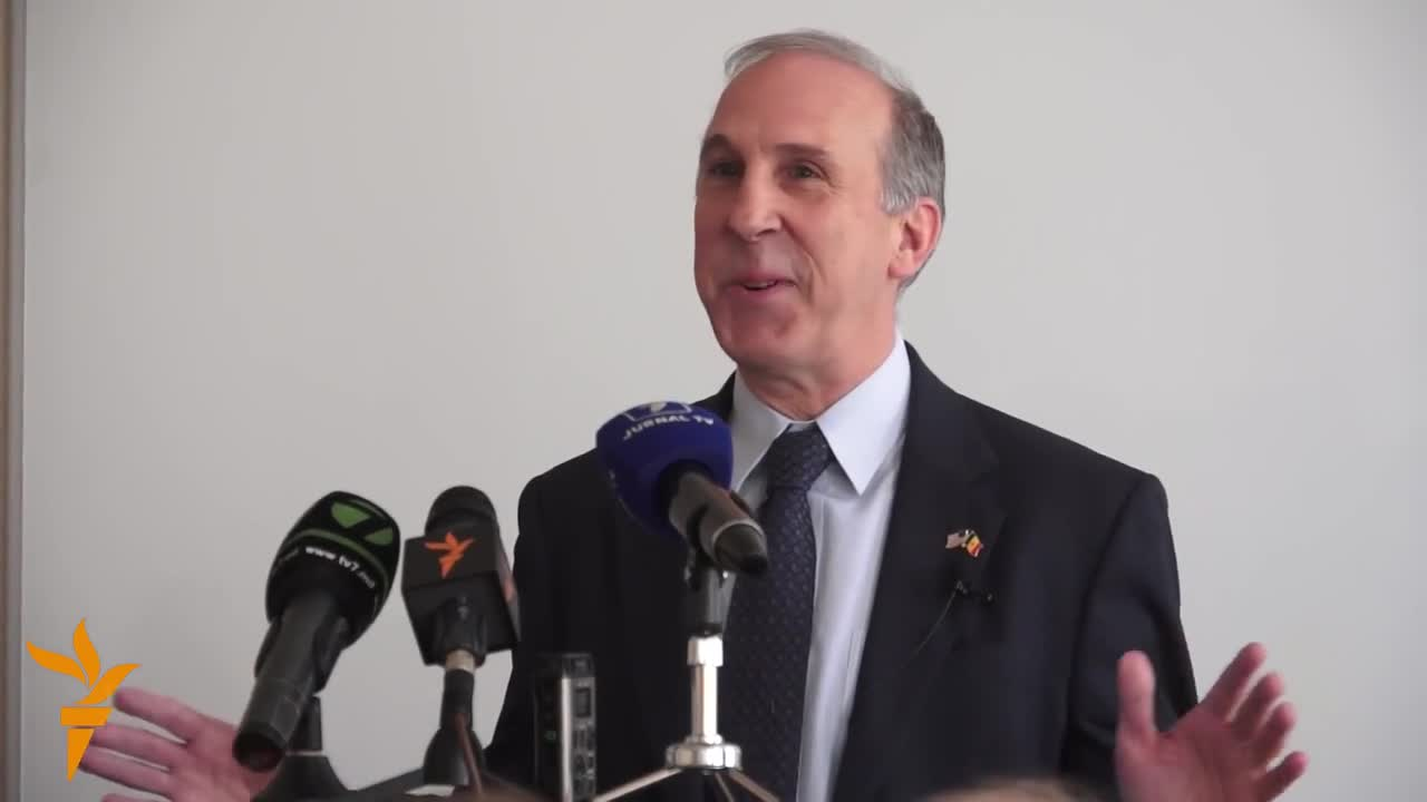 Ambasadorul James Pettit în dialog cu studenții de la IRIM